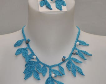 wood necklace & earrings blue beads crochet cotton