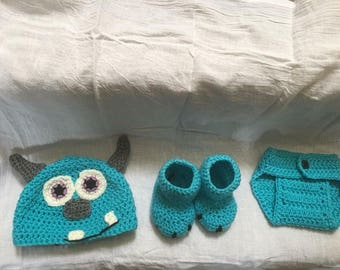Custom made crocheted baby set. Booties, diaper cover and hat