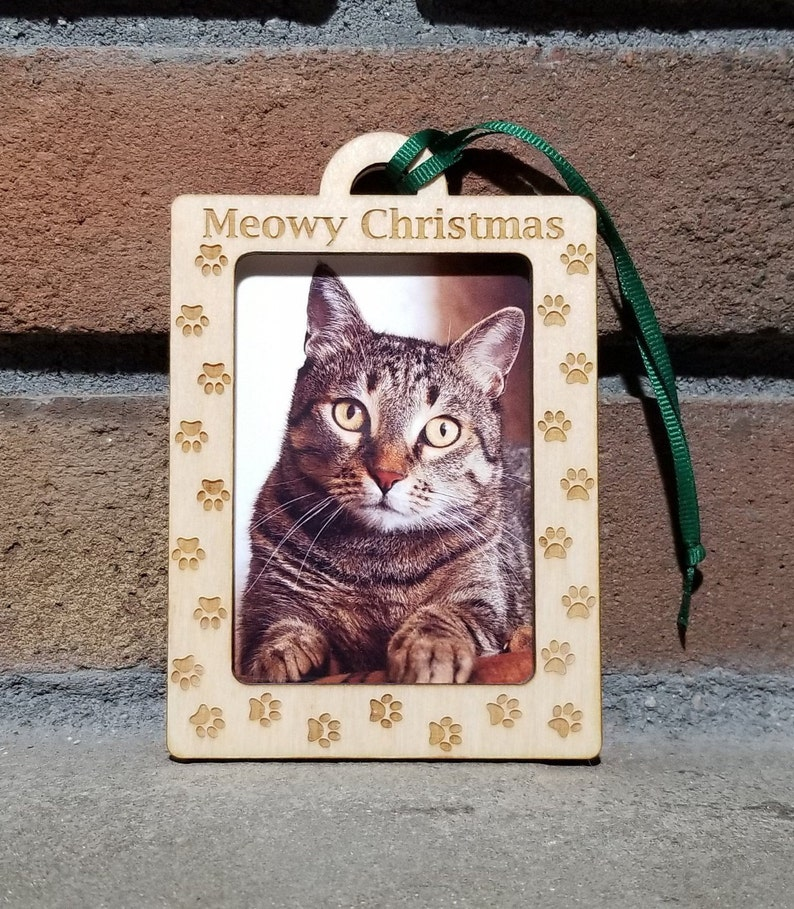 Cat Paw Print Ornament Meowy ChristmasPicture Photo Frame image 0