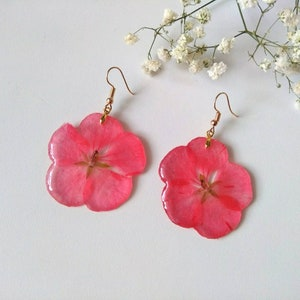 Pressed Flower Resin jewelry Plant earrings Botanical Earrings Nature jewelry Red Babys breath flower dangle long earrings