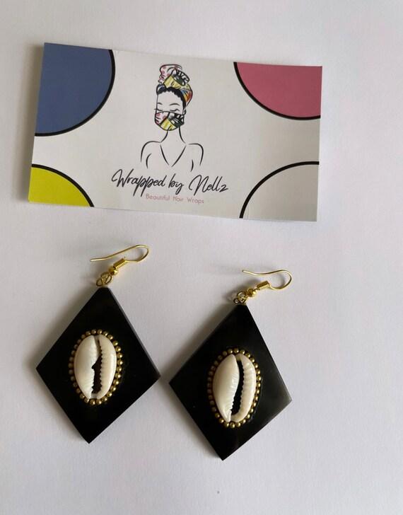 """The """"Shell"""" black Diamond base earrings"""