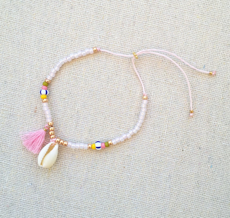 Bracelet with shell tassel beads pink yellow gold silver image 0