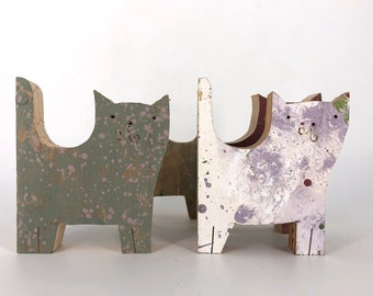 Cats, wooden animals, hand cut with my jig saw. No digital machinery. No laser. Made in reclaimed wood.