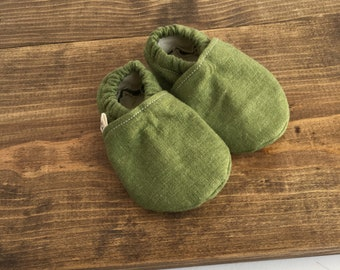 crib shoes, soft baby shoes, linen shoes, gender neutral baby shoes, green baby shoes, 3-6m, baby shower gift