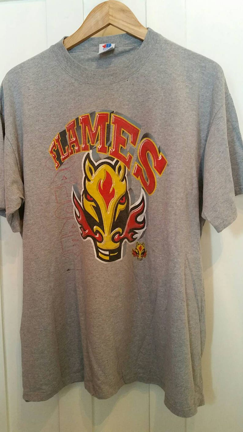 best value a2a4b 6e78e Vintage Calgary Flames T-shirt / 90s Flames / Size XL / Made in Canada /  Vintage Flames