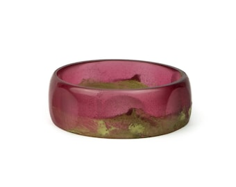 Circles-detail resin bangle, in translucent red and gold