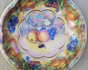Vintage Metal Daher Round Scalloped Fruit Tray