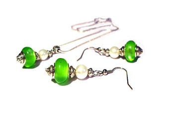 Adornment necklace and earrings, green beads