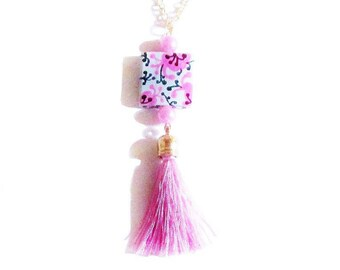 Super Stylescollier Pendant Necklace Bead graphic Fuchsia and black and pink tassel.