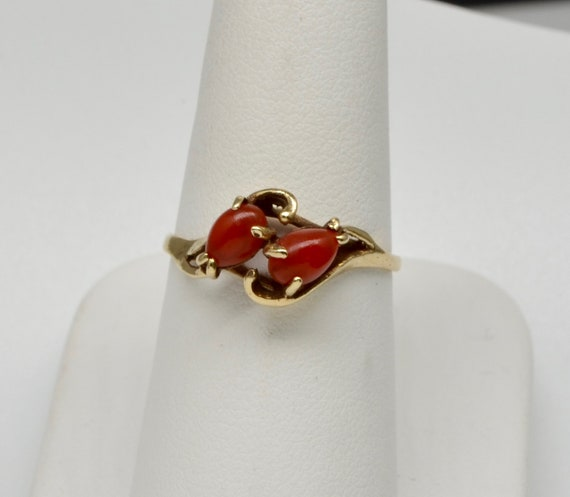 Two Coral 10kt Yellow Gold Vintage Lady's Ring