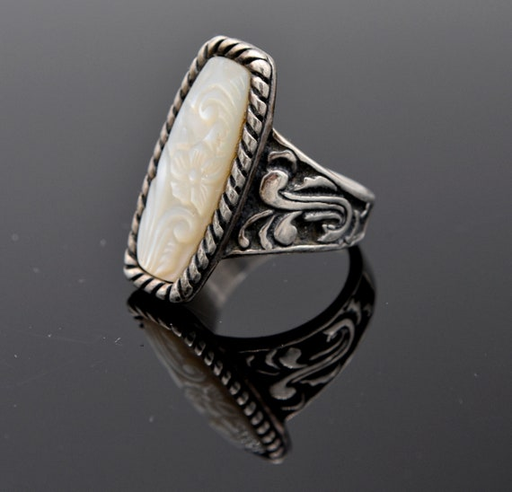 Stunning Carolyn Pollack Carved Mother of Pearl in Sterling Silver Lady's Ring - Size 9