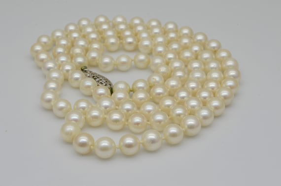 Vintage 32 inch Pearl Strand Necklace with 14kt White Gold Filigree Clasp