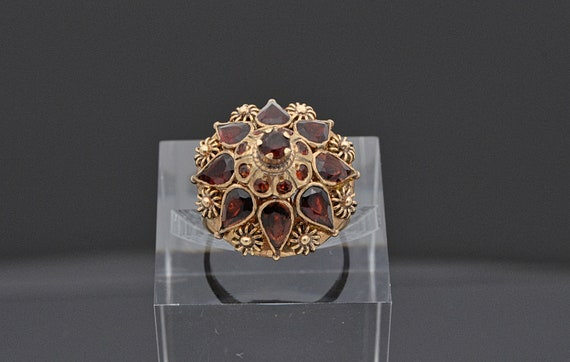 Stunning Vintage Thai Princess Ring in 14kt Yellow Gold, Adorn With Sparkly Red Garnets - Size 7