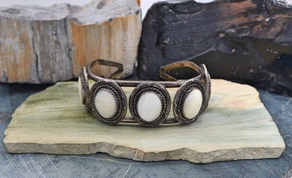 """Vintage Native American Navajo 5 Oval Cabochon Mother of Pearl Sterling Silver Cuff Bracelet - signed """"FM"""""""