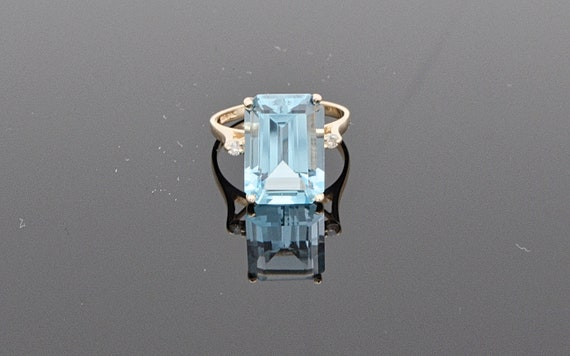 Stunning 8 carat Blue Topaz Rectangle Cut Set in 14kt Yellow Gold Lady's Ring - Finger Size 6.5