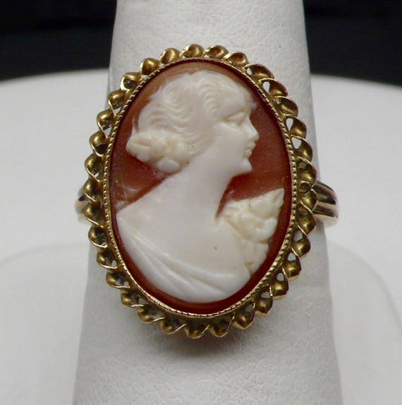 1950's Vintage 10kt Yellow Gold Cameo Lady's Ring