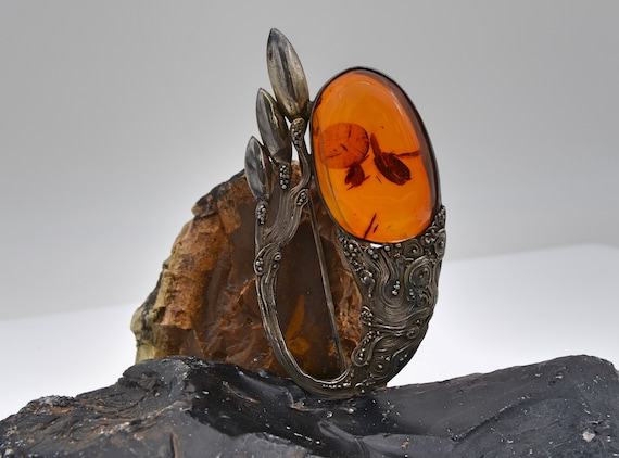 Beautiful Vintage Large Amber (with wonderful internal patterns) Engraved Sterling Silver Pin Brooch
