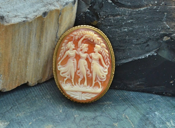 Antique Beautiful Three Graces Cameo set in 14kt Yellow Gold Brooch
