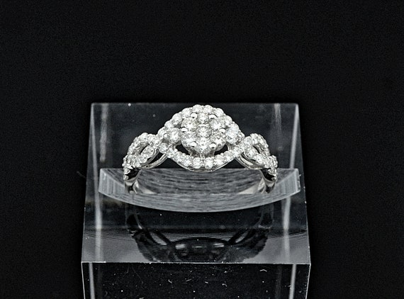 18kt White Gold Diamond Cluster Infinity Lady's Ring