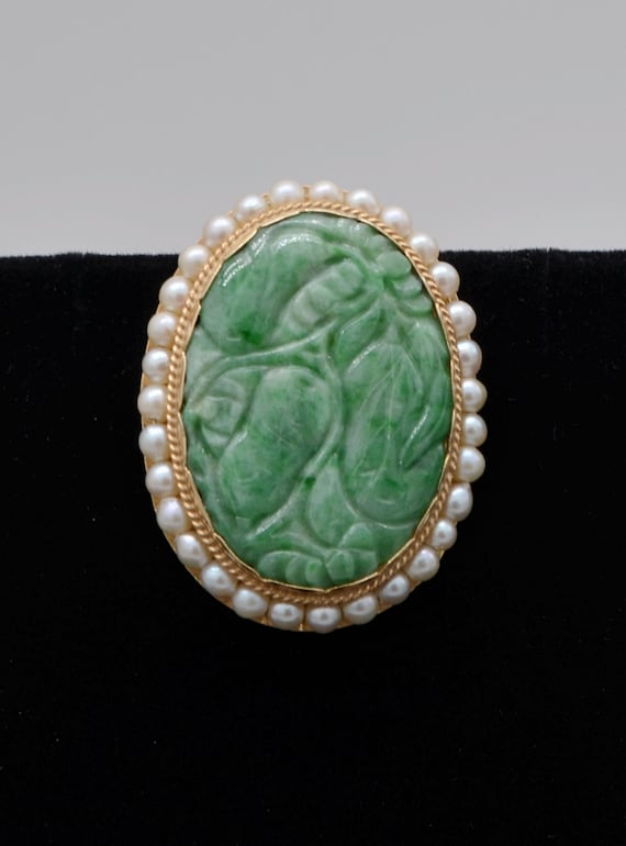 Vintage Estate Green Carved Jade Brooch / Pin / Pendant; Crafted in 14kt Yellow Gold Surrounded with White Semi-Round Pearls