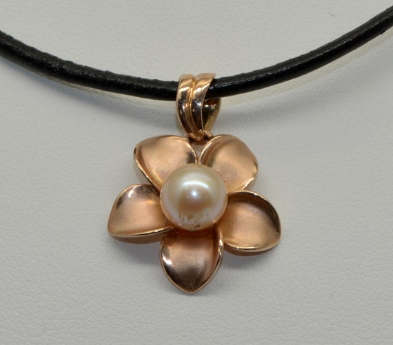 Vintage 14kt Yellow Gold Plumeria Flower Hawaiian Pendant with Beautiful White Pearl