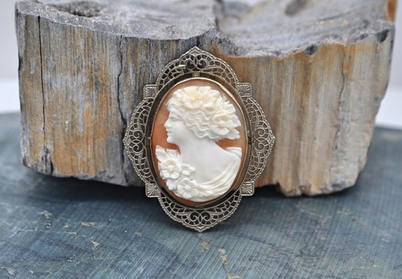 1920's Vintage Hand-Carved Shell Cameo Set In A Beautiful Filigree 14kt White Gold Bezel