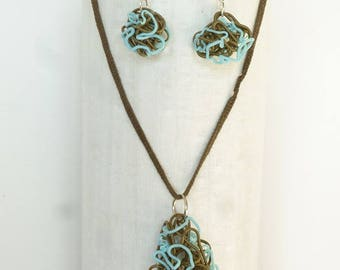 Set earrings and necklace in khaki and blue melted plastic. Upcycling
