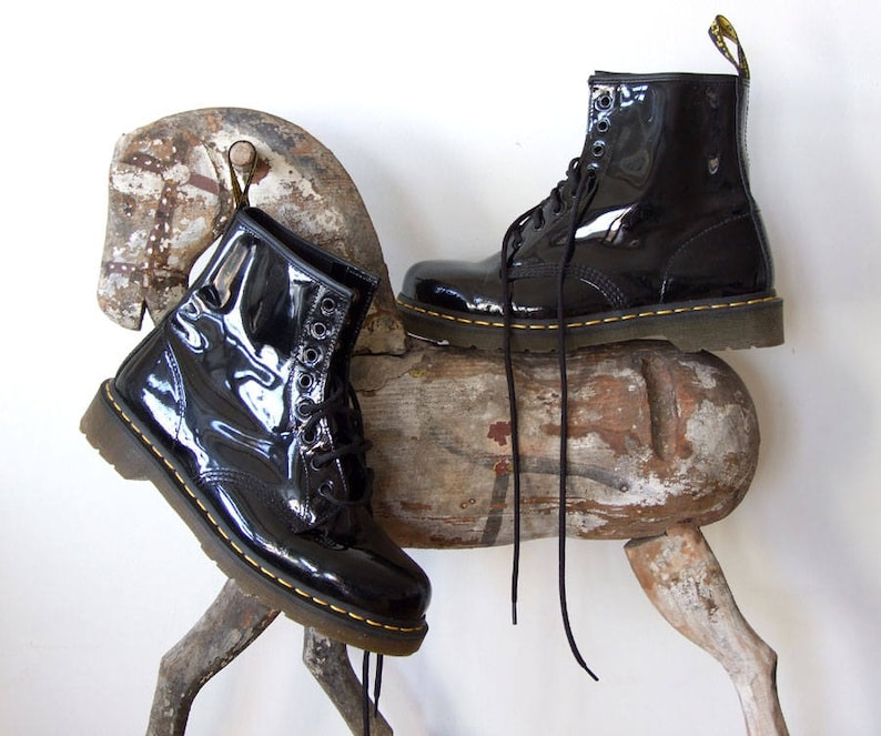 vintage gooth boots laced up boot Dr Martens 1980 boots grunge boots black Dr black lacquered leather ankle boots Martens combat boots