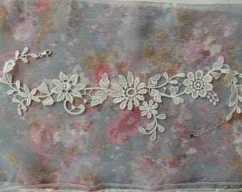 Bridal lace necklace cream three flowers