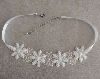 Neck lace and organza flowers
