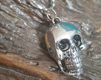 Skull necklace large and heavy