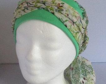 Turban préformé, foulard cheveux, bonnet chimio, chapeau chimio, à  feuillage vert jersey coton vert à longs pans 44a78c8099c