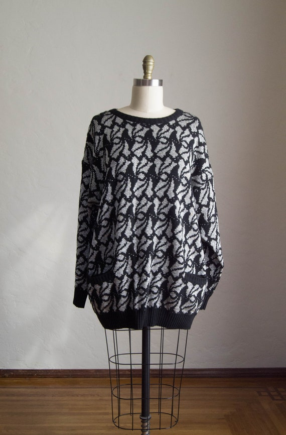 Vintage 80's Oversized Sweater/  Black & Silver Ri