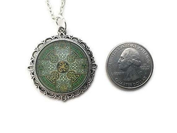 Vintage Celtic Trinity Knot Cabochon Glass Bronze Chain Pendant Necklace