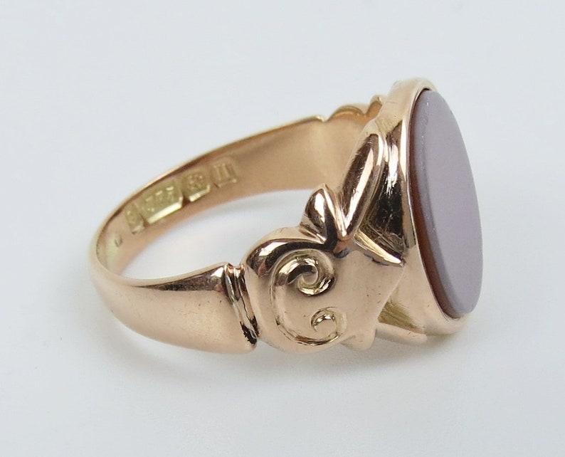 9K Yellow Gold 1912 Birmingham Chalcedony signet ring