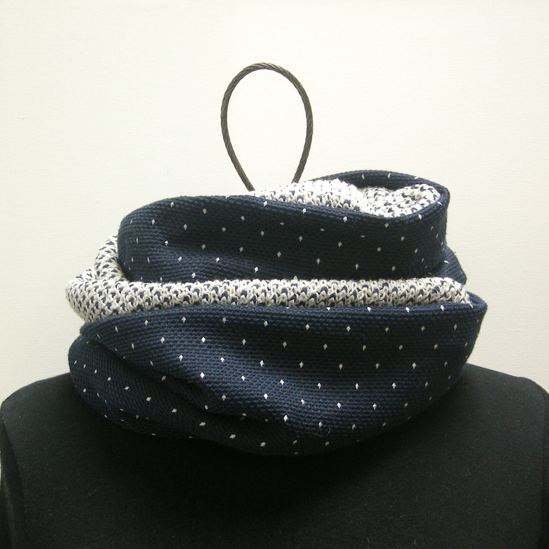 Snood adult teen doubled 2 rounds off-white Navy Blue knit image 0