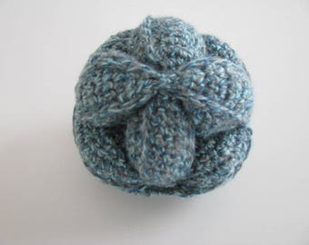 Gripping wool ball