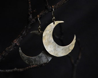 """Earrings """"Moon Crescent"""" Size L in hammered brass."""