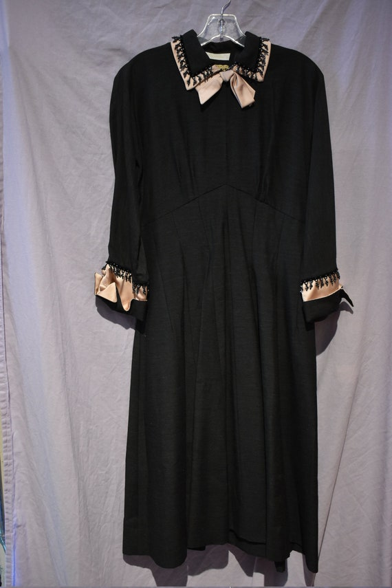 Coquette ELEGANT 1950s Black, Beaded, and Dusted R