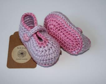 Purple crochet booties, booties girl, crochet shoes, pink boots, crochet booties, baby shower gift, newborn gift, newborn shoes, alicegem