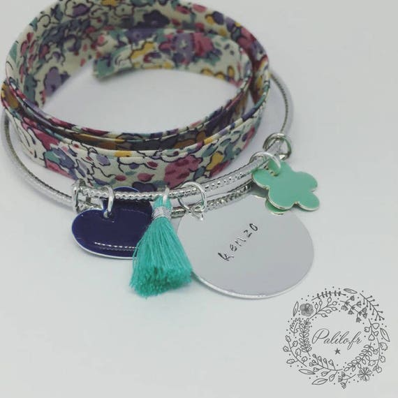 "Bangle Bracelet silver sparkly personalized ""Hello love"" by Palilo (1 medal engraved, 1 cute tassel and 2 charms)"