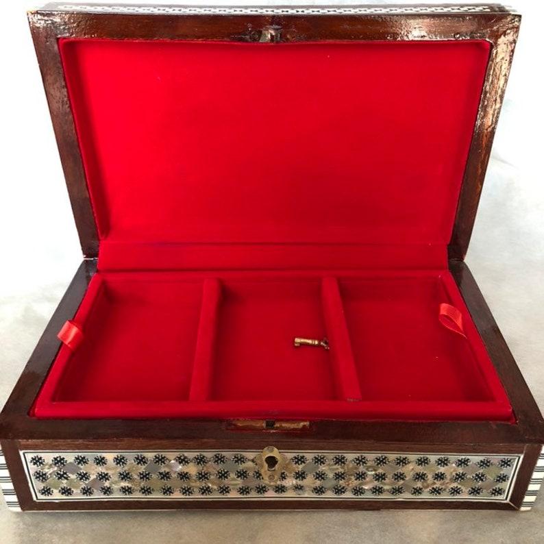 Classic Arabic Ottoman Pattern Mahogany Inlaid Mother of Pearl Arabic Wooden Jewelry Box Vintage Treasury Box Egyptian Box