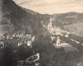 Photography Lourdes 20s / 30s - real photography lover vintage - fine albumen-France - 11.5 x 8.5 cm