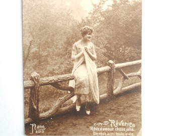 Young woman romantic 20s - map old postcard France - 1920 - s black and white