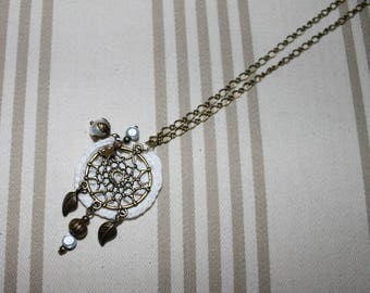 White crochet necklace and bronze metal
