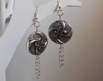 Dangling earrings flat beads