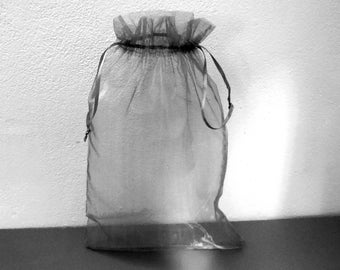 1 large grey organza gift bag