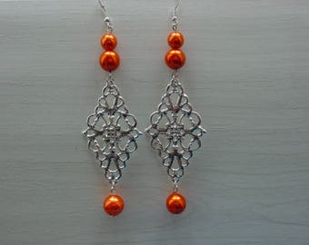Earrings with diamond pendant
