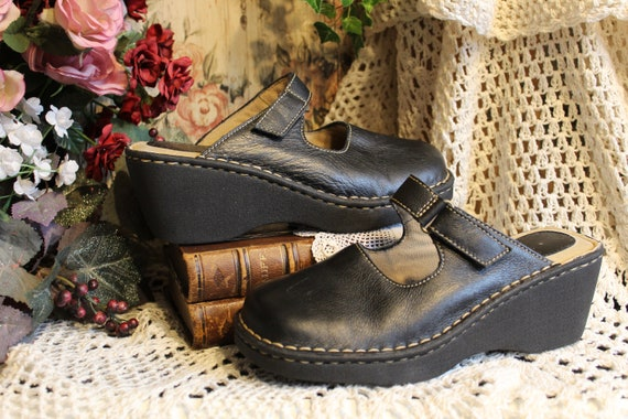 Ladies Vintage Y2k Black Leather Adjustable Velcro