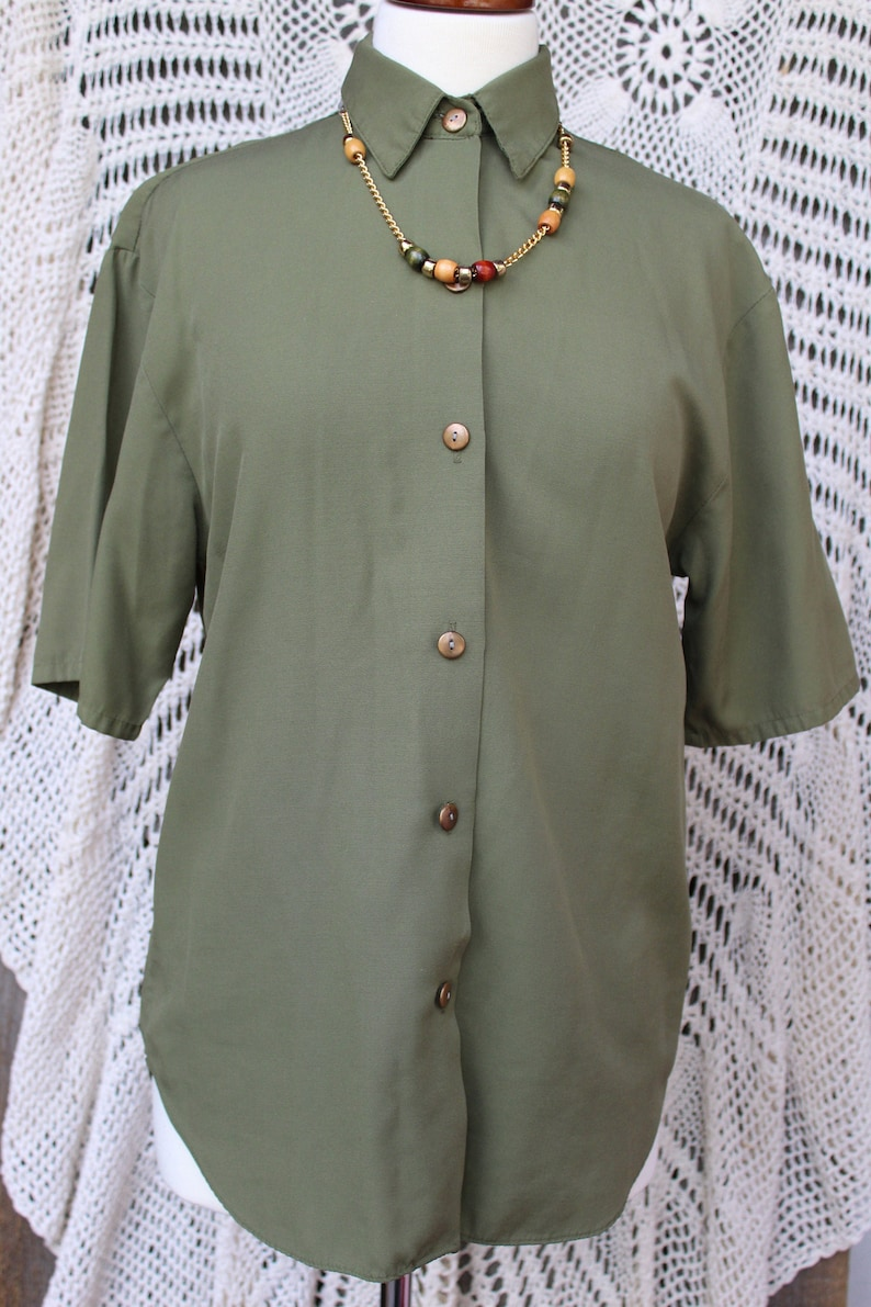 Ladies Summery Avocado Green Short Sleeve Button Front with Detachable Necklace Vintage Blouse Size Small